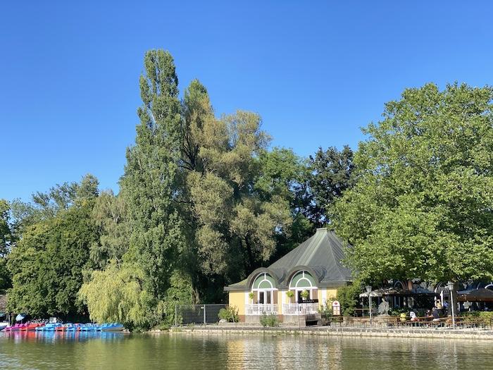 Kleinhesseloher See mit Seehaus im Englischen Garten