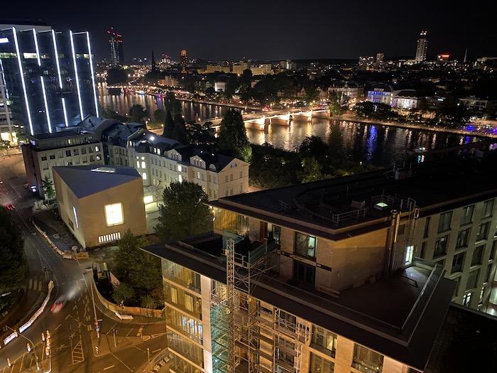 Frankfurt in der Nacht - Blick auf den Main von oben
