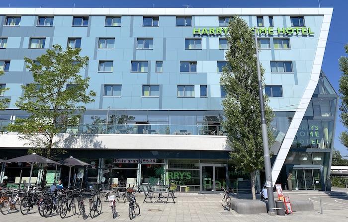 Harrys Home Hotel München-Moosach von aussen