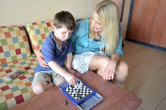 Schach mit Kind - Elischeba und Leon