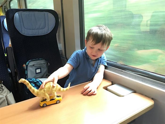 Dinos im Zug