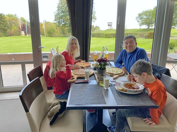 Familie Wilde im Flights End Bistro - Klosterhof Jakobsberg
