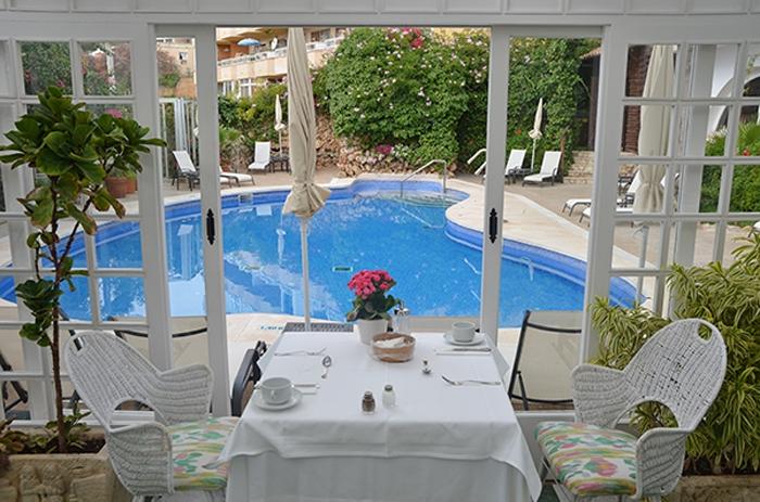 Frühstück mit Blick auf den Pool - Hotel Bon Sol