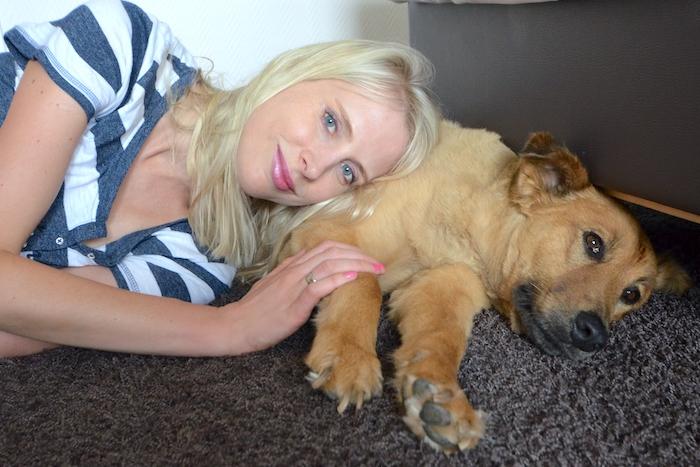 Elischeba mit Hund Sari