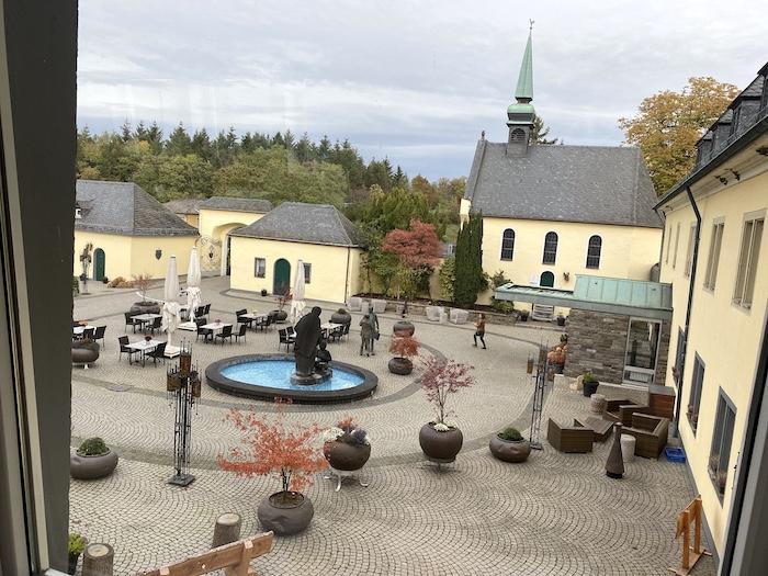 Innenhof vom Roamtikhotel Klosterhof Jakobsberg