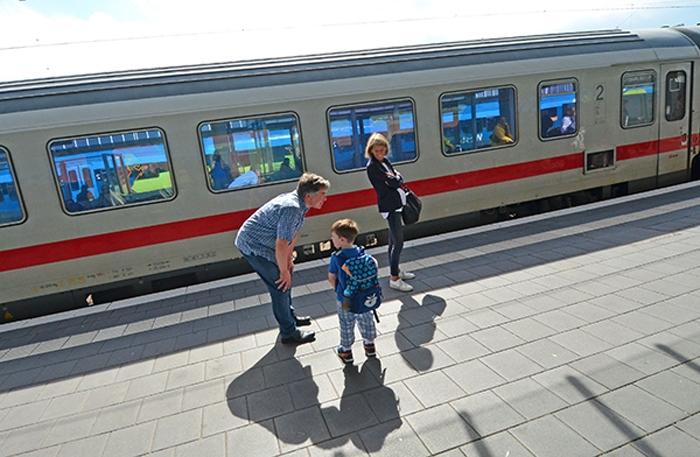Regionalbahn - am Bahnsteig in Münster