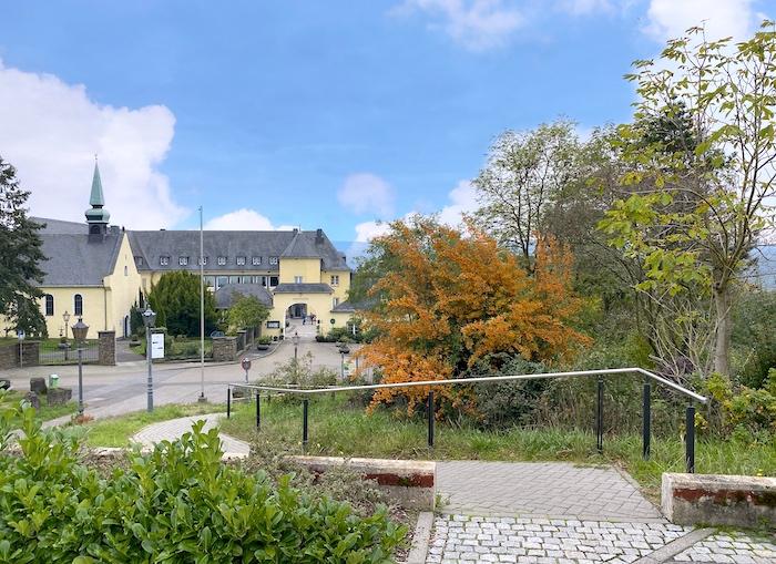 Romantikhotel Klosterhof Jakobsberg im Herbst