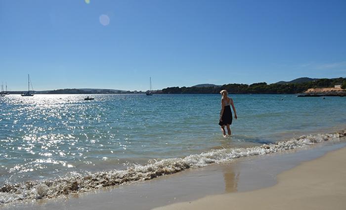 Strand beim Hafen Puerto Portals
