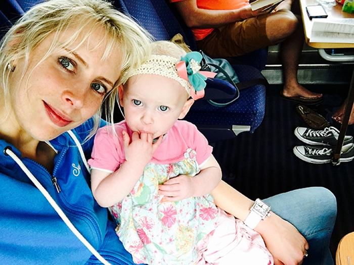 Elischeba und Emily - Selfie im Zug