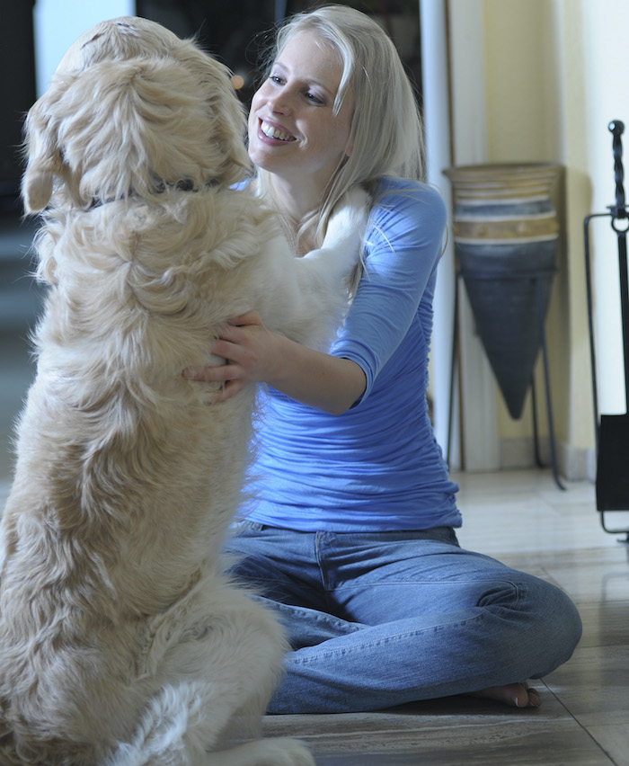 Elischeba Wilde mit Golden Retriever