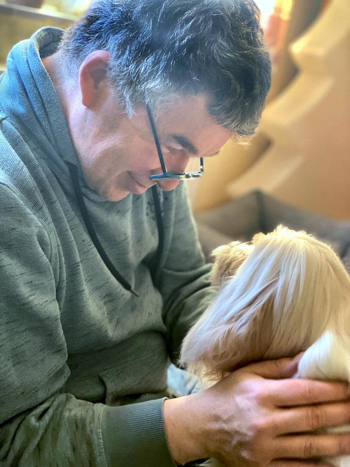 Pierre Wilde mit Hund