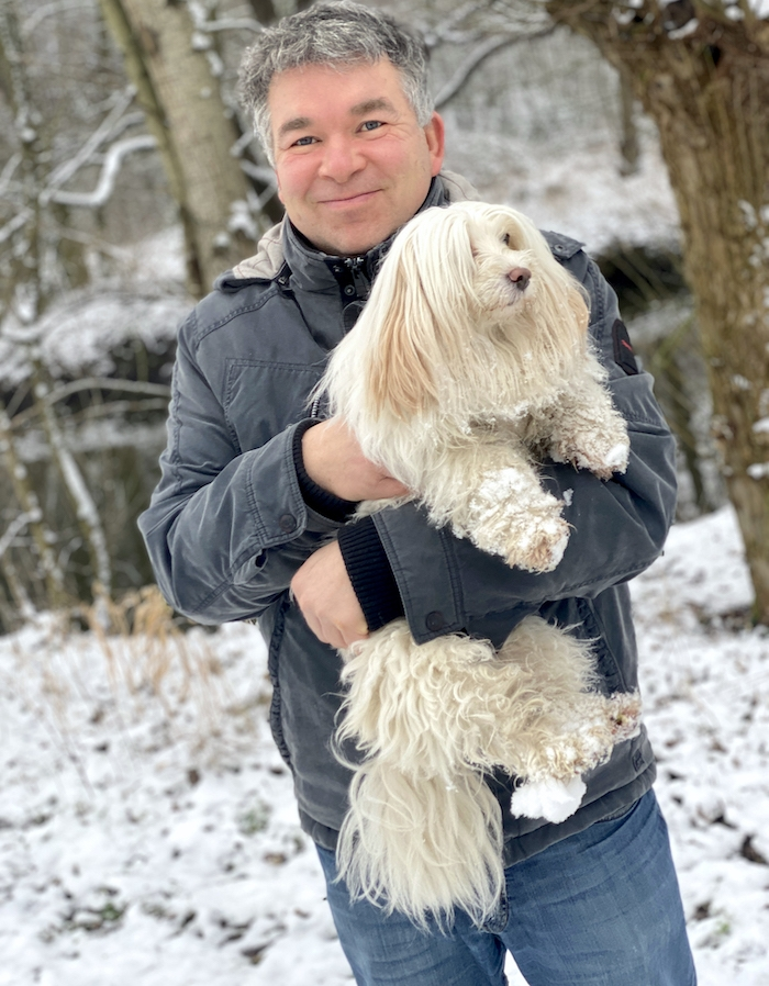 Mann mit Baumwollhund - Pierre Wilde