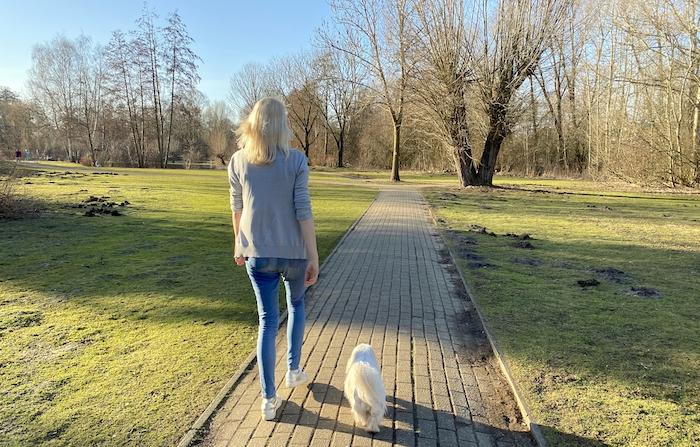 Elischeba Wilde - Gassi gehen mit Hund