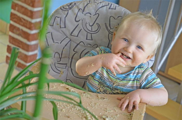 Baby Leon im Hochstuhl