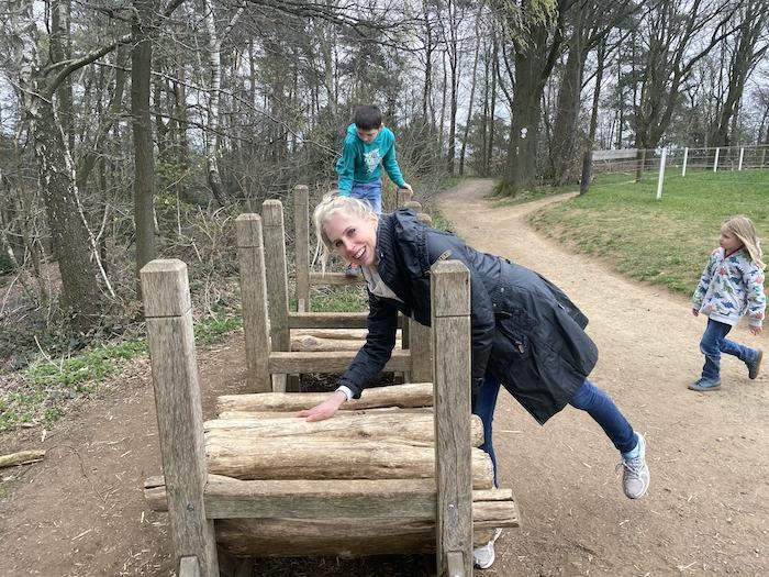 Elischeba Wilde - mit Kindern im Wald