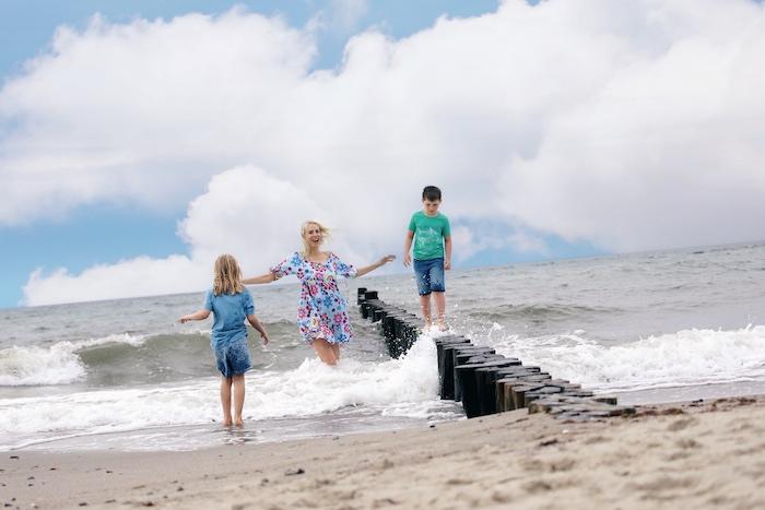 Kühlungsborn - Mutter Kind Kur - Elischeba Wilde mit Kindern am Ostsee-Strand