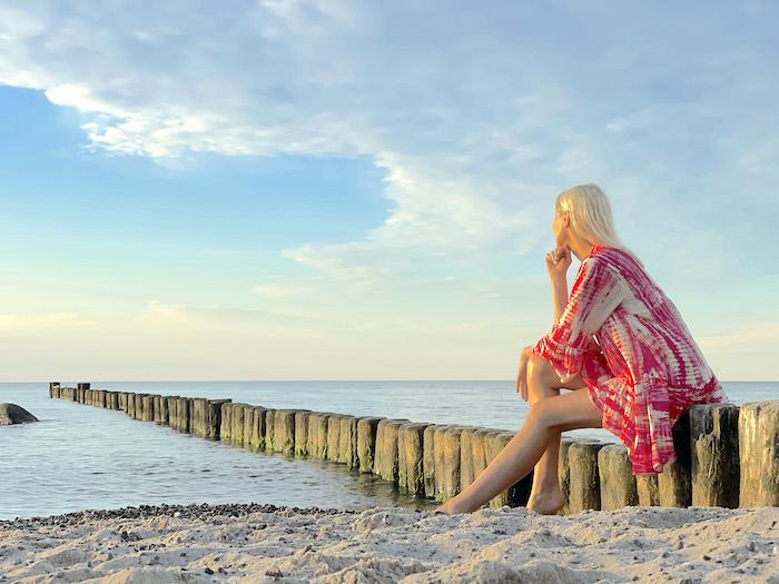 Strand von Kühlungsborn - blonde Frau