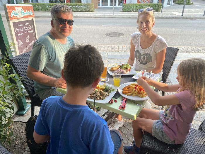 Restaurant mit Familie - Urlaub an der Ostsee
