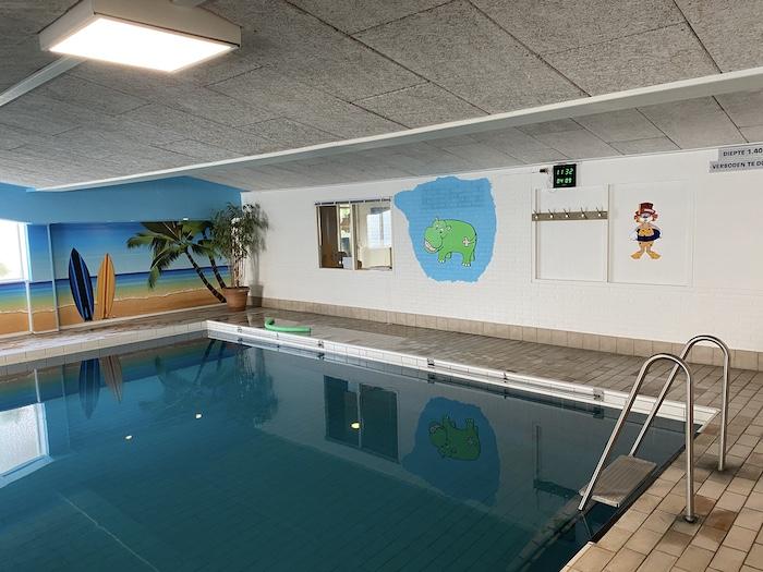 Schwimmbad im Familotel in den Niederlanden