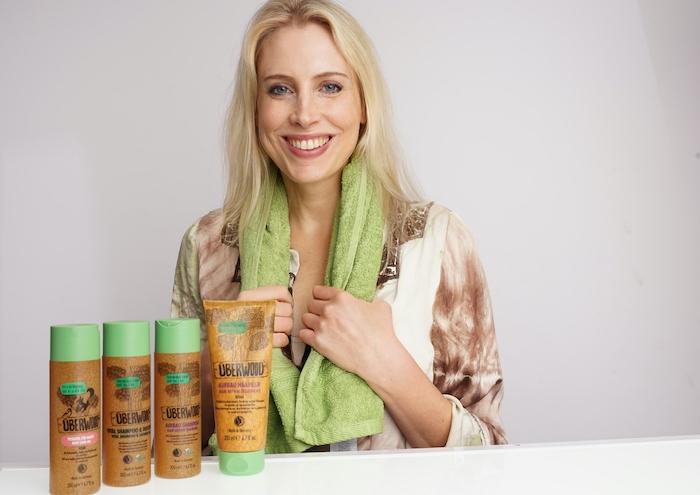 Model Elischeba Wilde für Überwood Kosmetik