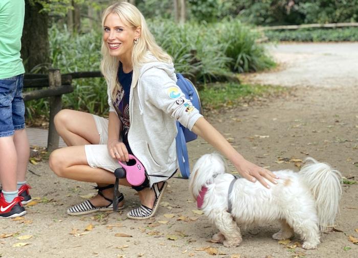Elischeba Wilde - Spaziergang mit Hund